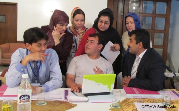 Participants from Afghanistan discussing their country presentation